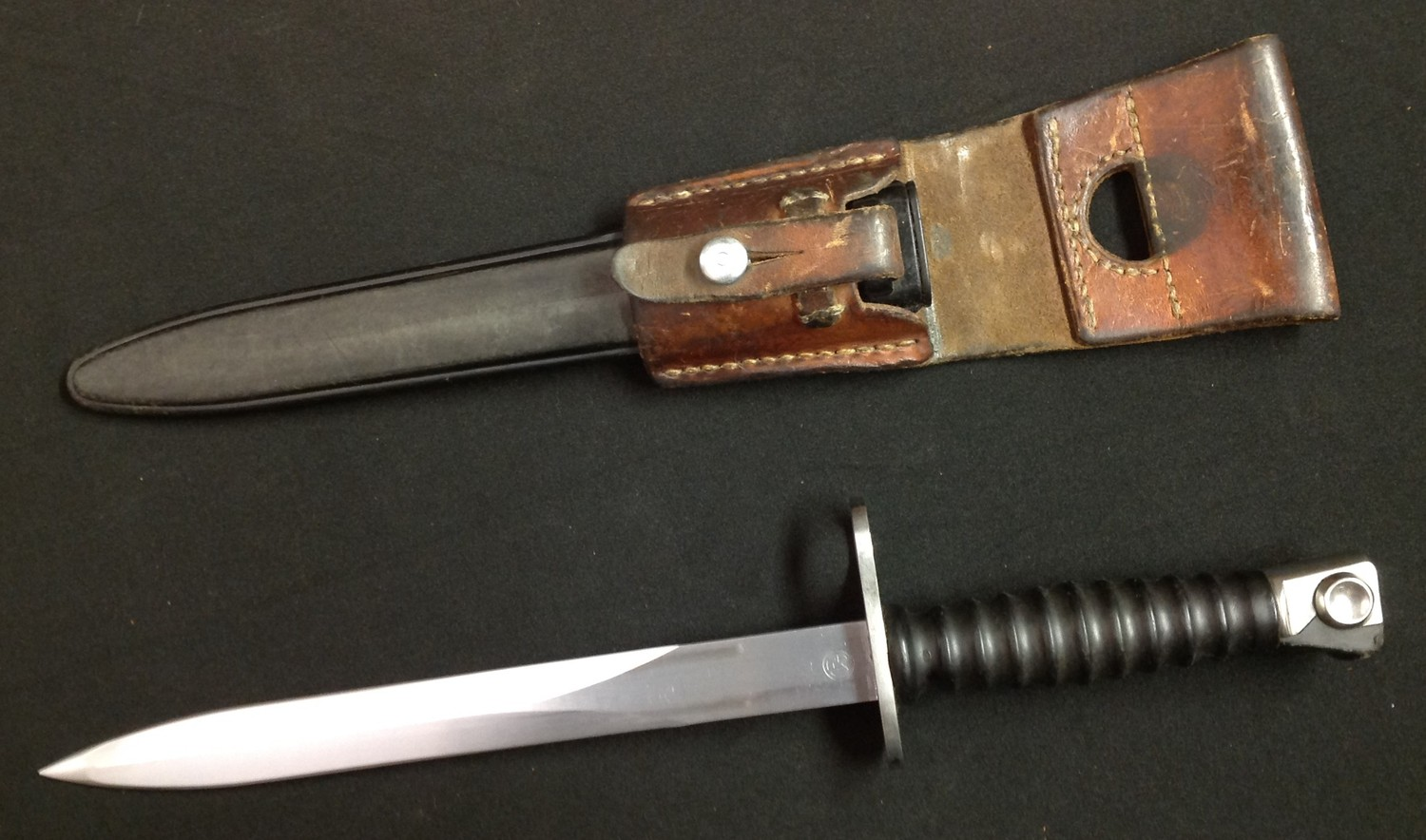 Swiss Model 1957 Bayonet with double edged blade 237mm in length, serial number W126770. Maker is