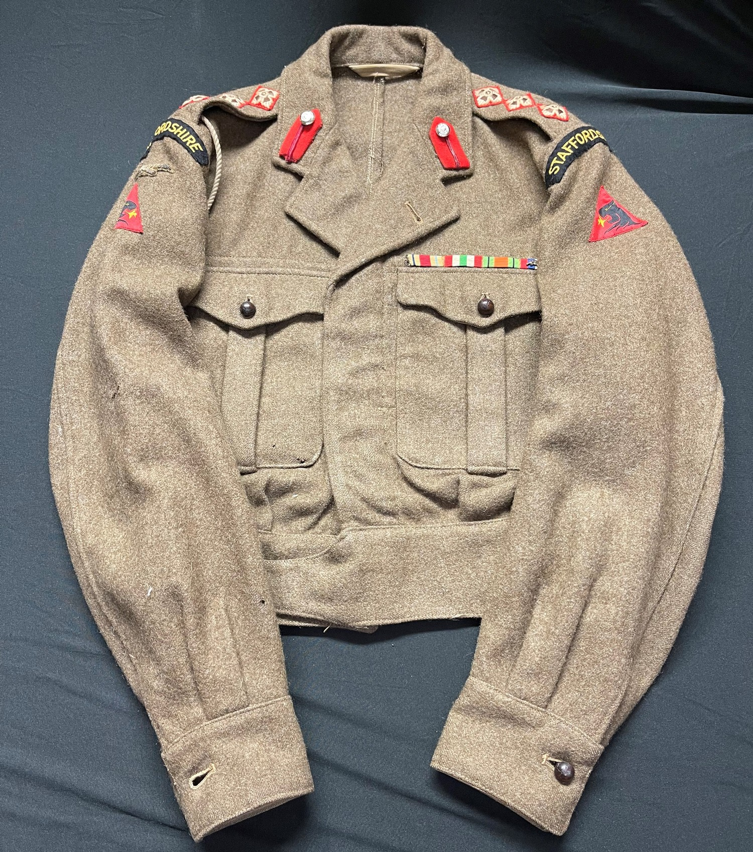 British Army Staffordshire Regiment 1949 Pattern Captains Battledress Blouse. Complete with all