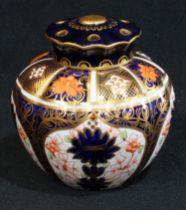 A Royal Crown Derby 1128 pattern pot-pourri vase and cover, 11cm high