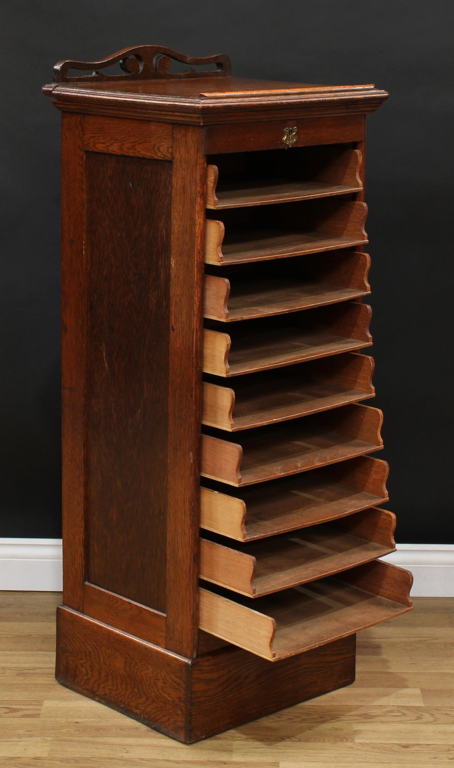 An oak tambour front filing cabinet, in the Globe Wernicke manner, rectangular top with moulded edge - Image 4 of 5