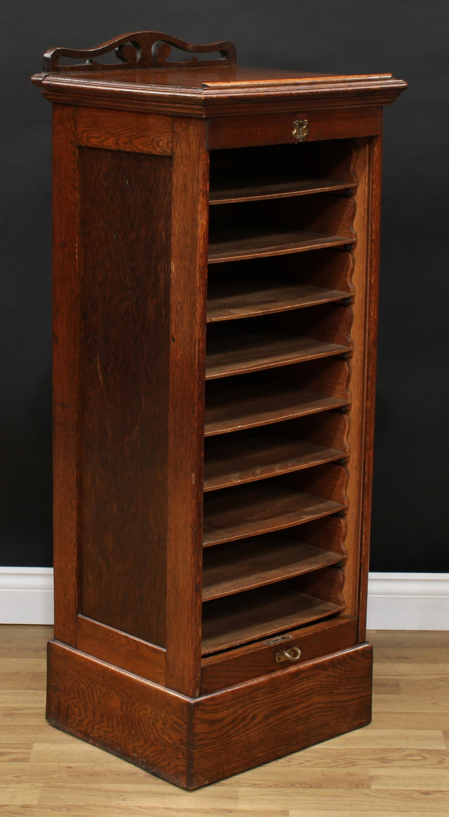 An oak tambour front filing cabinet, in the Globe Wernicke manner, rectangular top with moulded edge - Image 3 of 5