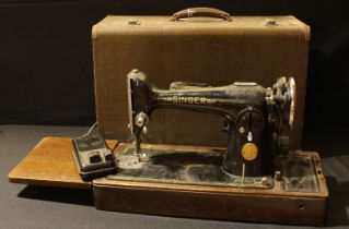 A Singer electric sewing machine, serial number EE663192, carry case