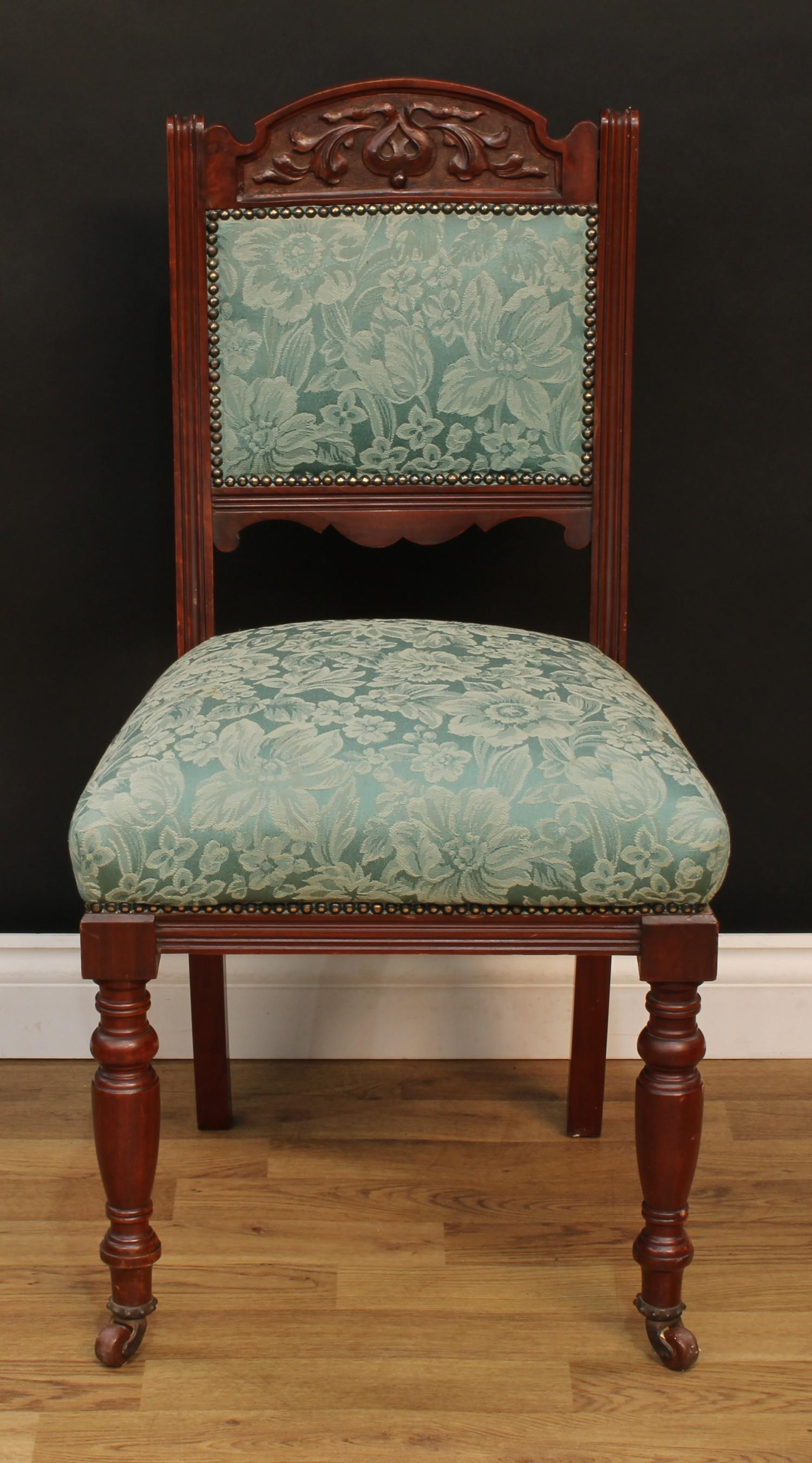 A late Victorian Eastlake design seven piece drawing room suite, comprising chaise longue, 77cm - Image 9 of 9