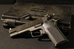 A Crosman C40 CO2 powered air pistol, .177 calibre, cased
