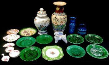 Royal Crown Derby Posies tea strainer; trinket dishes; Olde Avesbury saucer; Wedgwood Wild