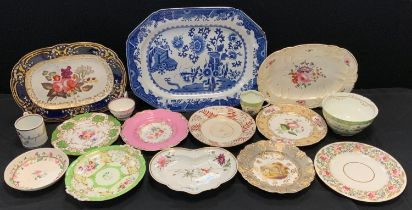 Ceramics - a 19th century hand painted Chamberlains Worcester shaped side dish; others, circular