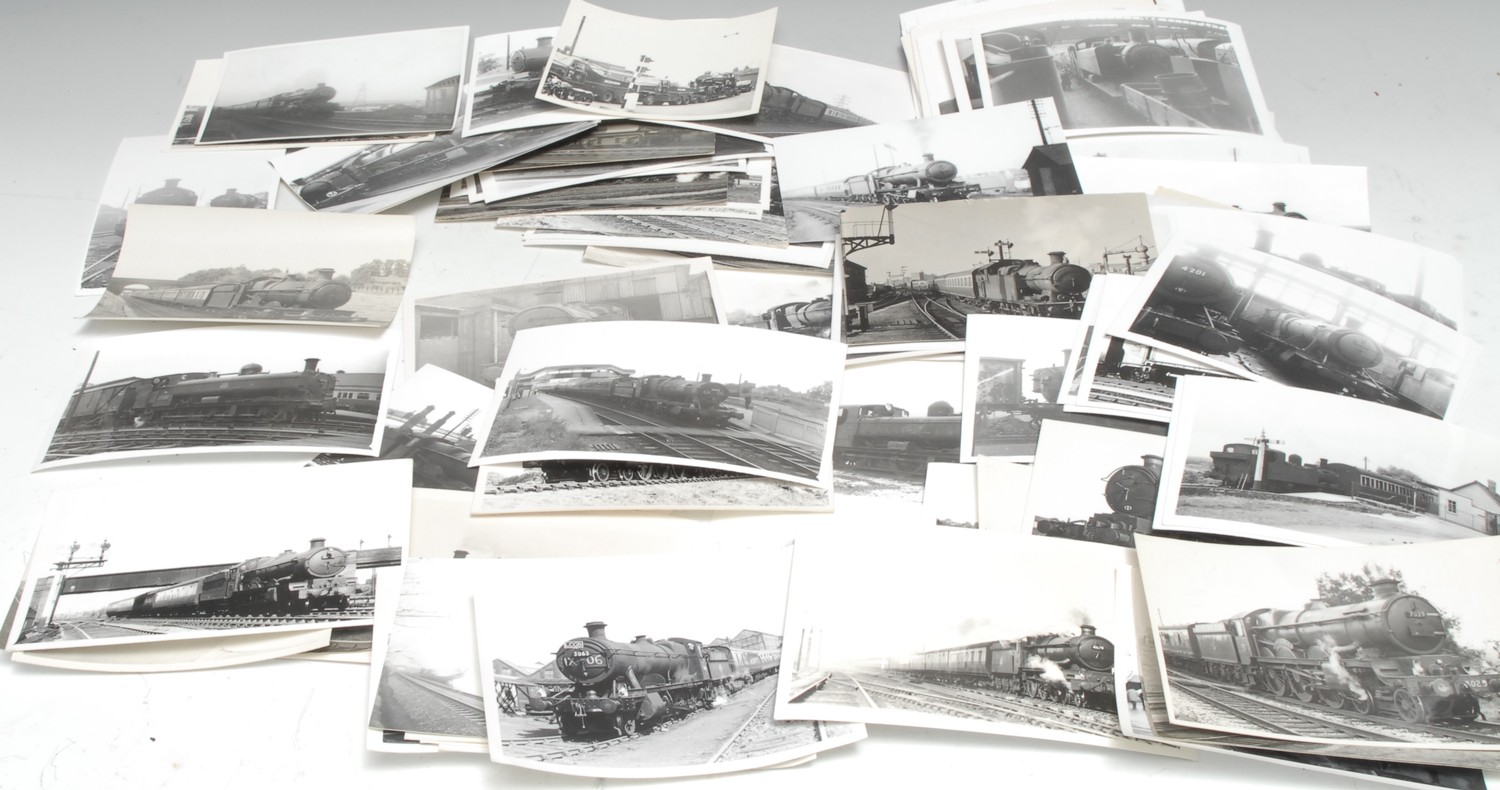 Photography - Railwayana - a collection of black and white photographs of Great Western Railway