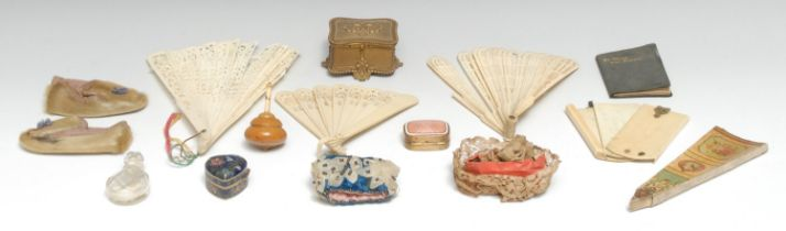 A 19th century gilt metal miniature casket, hinged cover, beaded borders, cartouche shaped feet, 7.