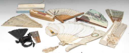 A 19th century Continental twenty-one stick brise fan, pierced and carved in the Chinese taste