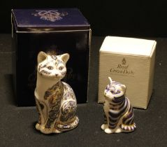 A Royal Crown Derby paperweight, Majestic cat, limited edition, 2,347/3,500, gold stopper,