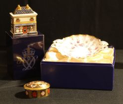 A Royal Crown Derby Imari 1128 pattern oval trinket box and cover, 7cm wide, first quality; a