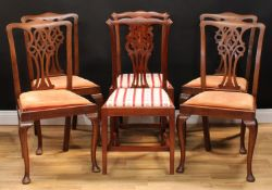 A set of four Chippendale design dining side chairs, 97.5cm high, 53cm wide, the seat 44cm wide