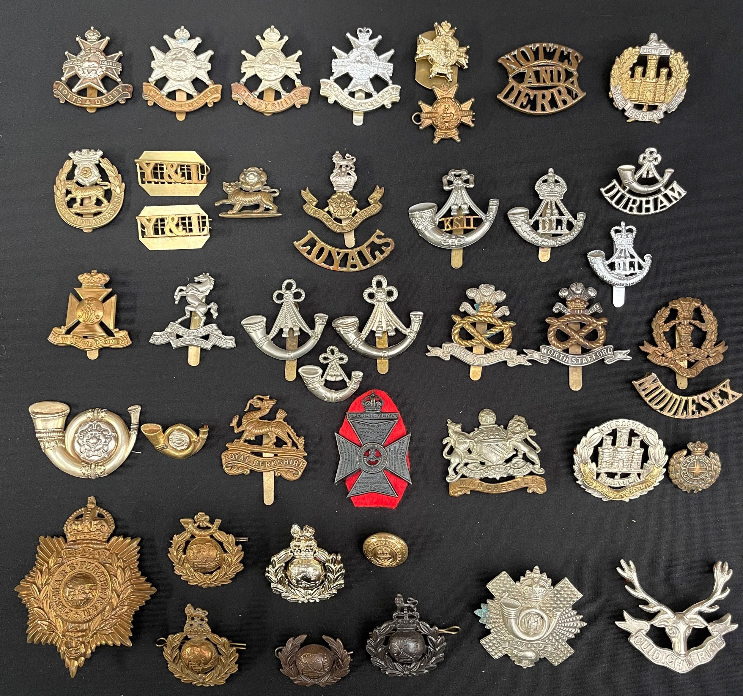 WW2 British Cap Badges, collar dogs and shoulder titles to include: Notts & Derbys x 4, collar