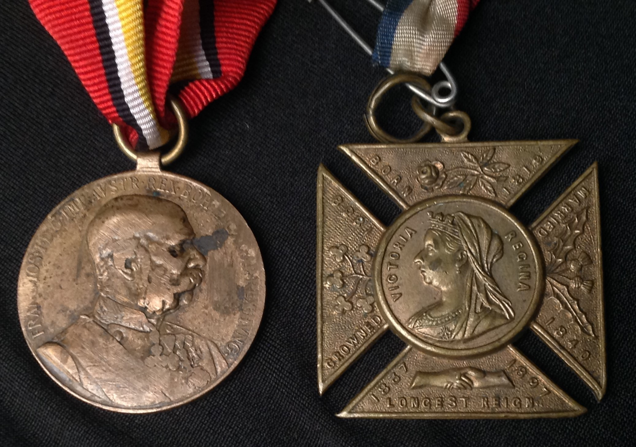 WW2 British War Medals x 2 with packets and a Defence Medal along with a selection of mixed - Image 7 of 7