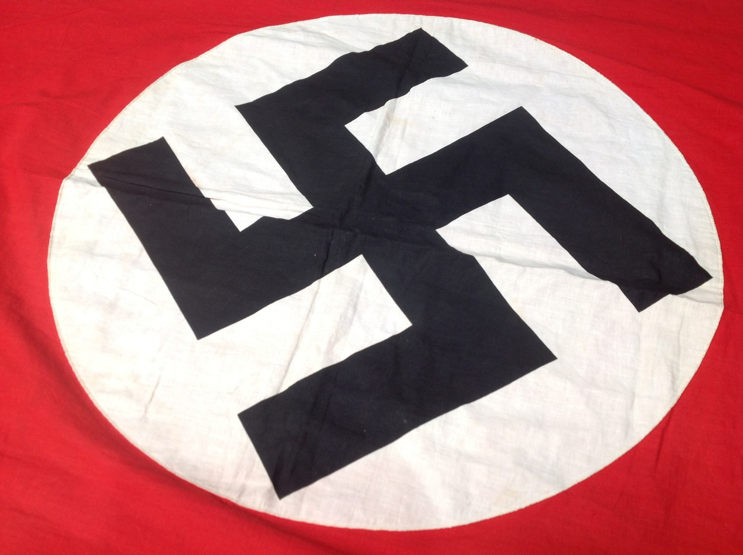 WW2 Third Reich NSDAP Banner, size 280cm x 116cm. Printed Swastika on a separate white roundal. No - Image 2 of 3