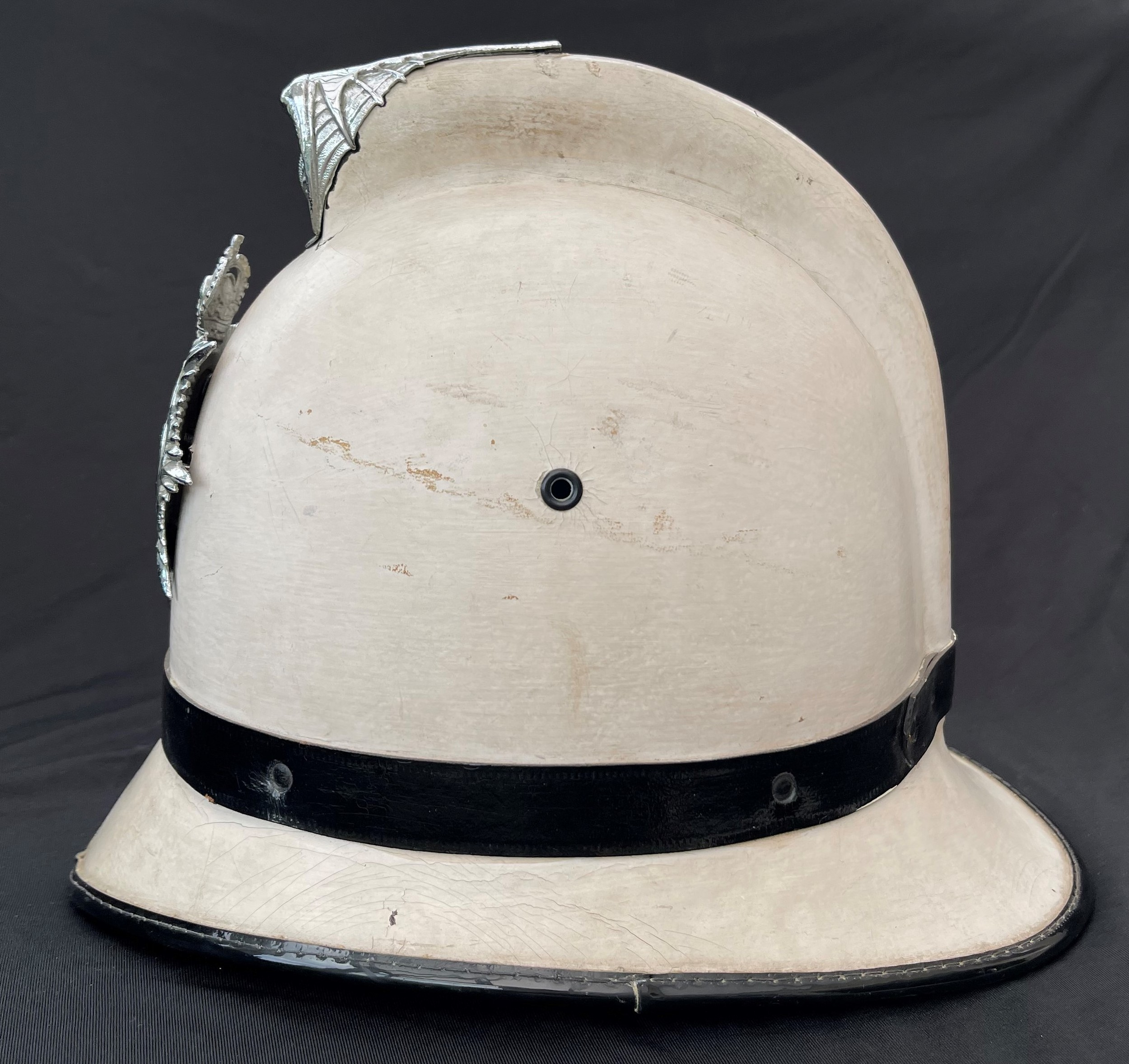 Southend on Sea Constabulary Summer White Police Helmet complete with Queens Crown Helmet Plate. - Image 2 of 6