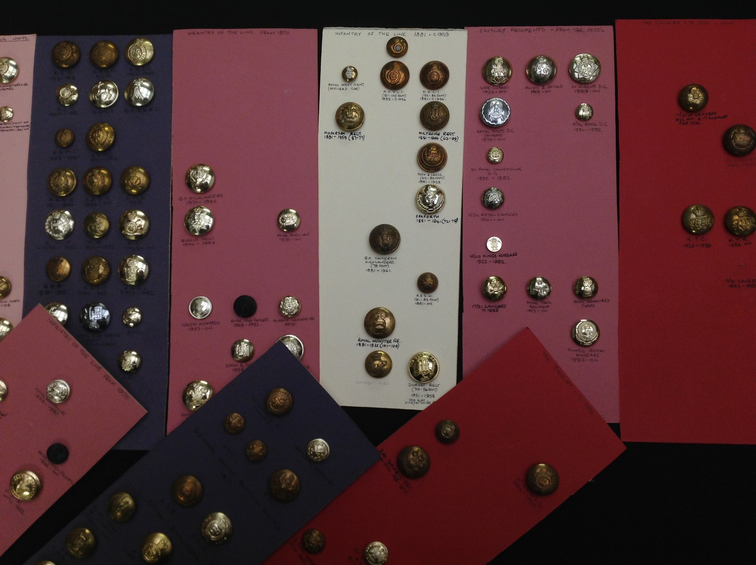 A collection of British Army Regimental and Corps buttons (Plus some Royal Navy & Royal Air Force) - Image 3 of 5