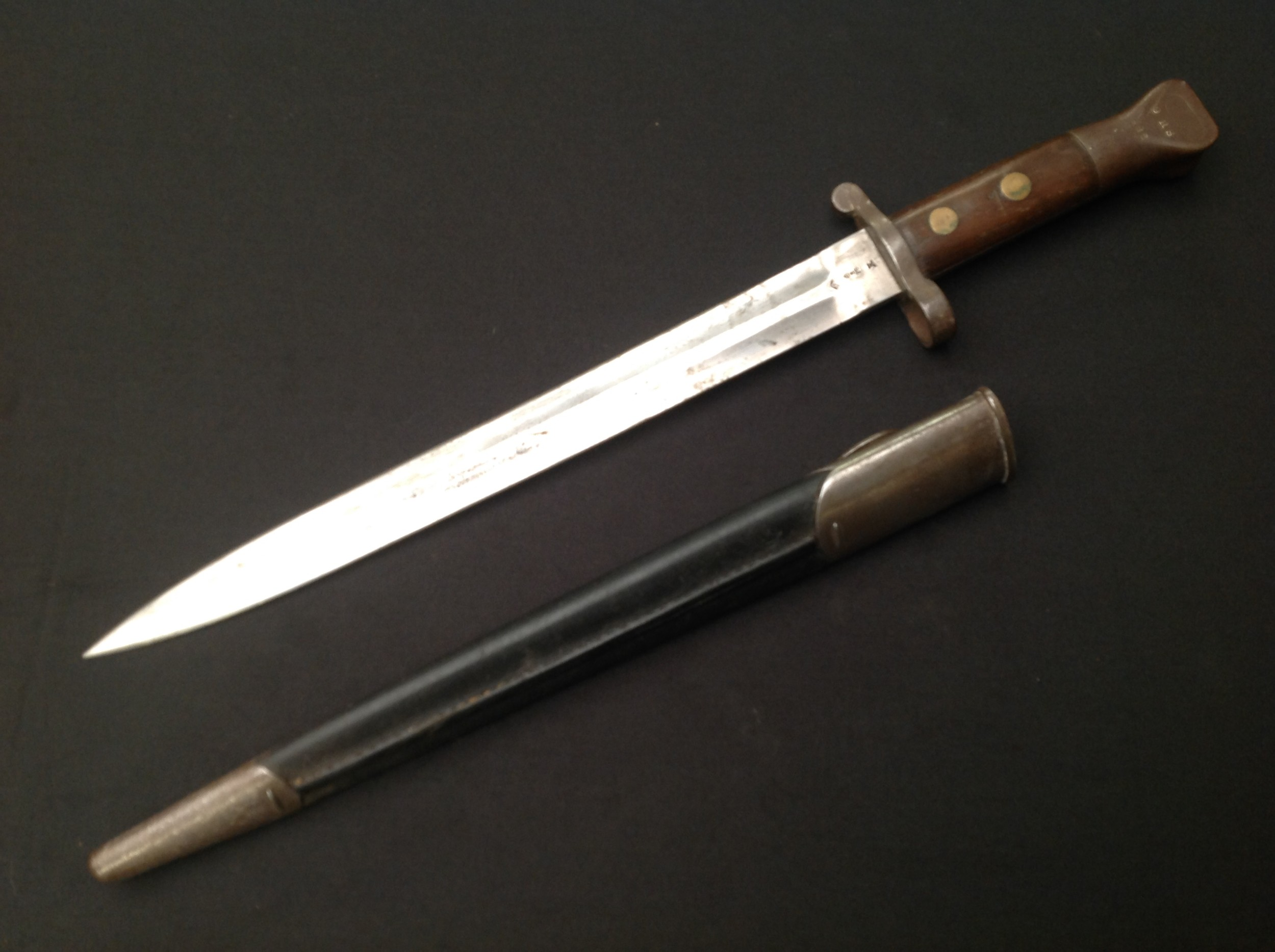 British 1888 pattern bayonet for Long Lee Enfield and Long Lee Metford rifles, 30cm blade by - Image 2 of 11