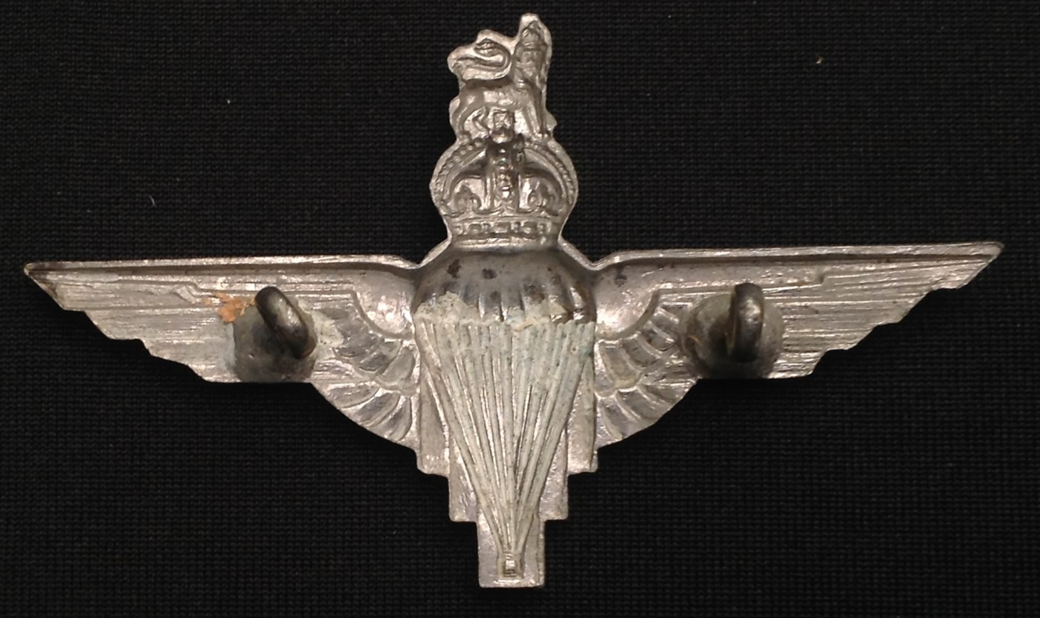 WW2 and later British Cap badges and cloth insignia to include: Kings Crown Parachute Regiment cap - Image 3 of 4