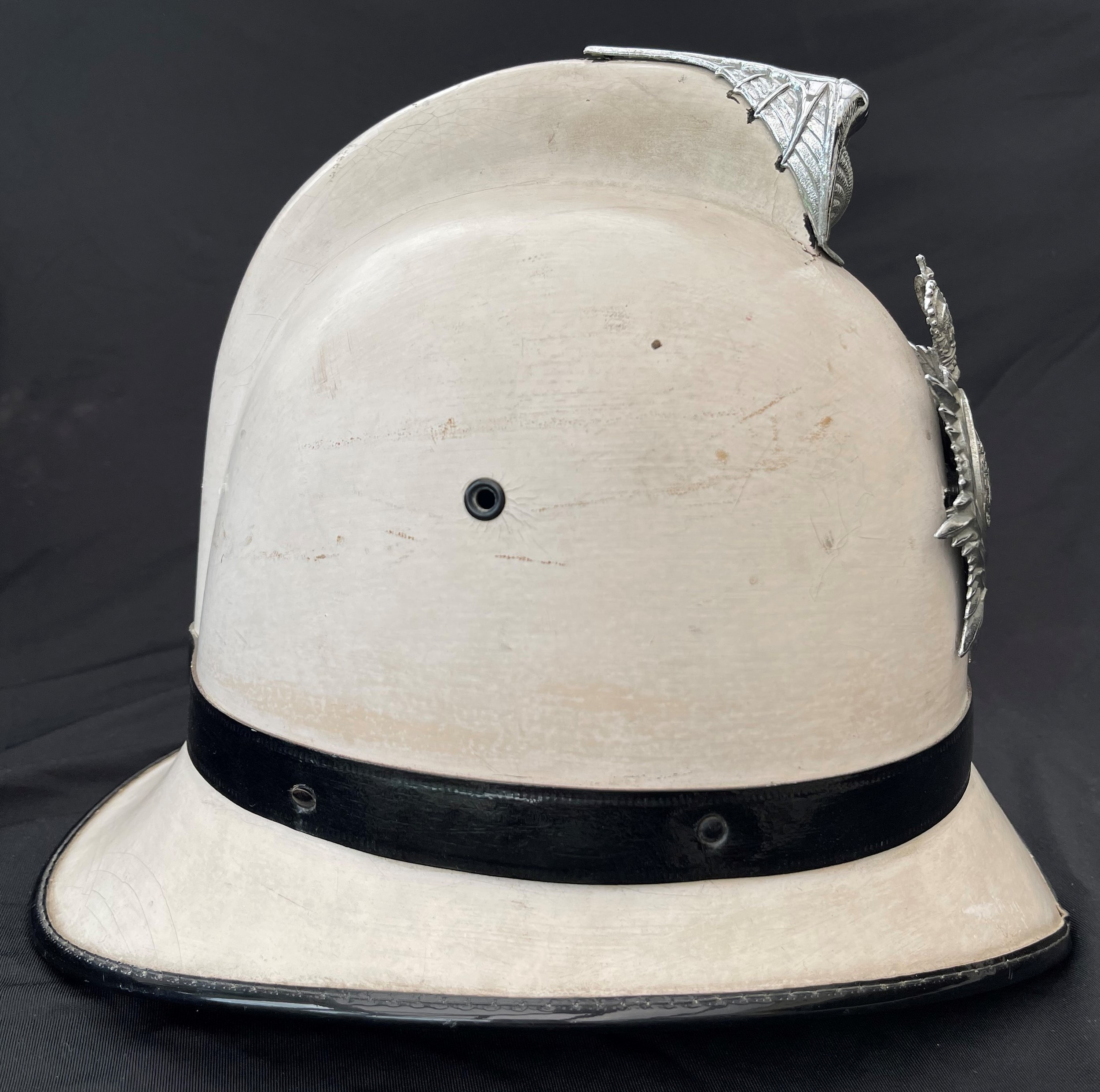 Southend on Sea Constabulary Summer White Police Helmet complete with Queens Crown Helmet Plate. - Image 4 of 6