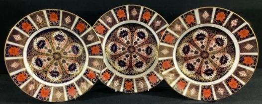 A Royal Crown Derby 1128 Imari pattern dinner plate, 27cm, printed marks, first quality; two