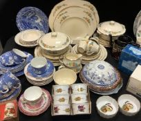 An Alfred Meakin Dinner service for four, and a conforming tea service for four, etc; a set of six