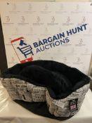 P&L Superior Fur Lined Pet Bed RRP £50