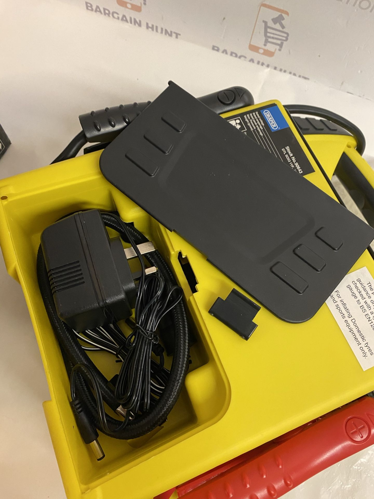 Draper 12V Power Pack (minor crack and rear cover broken, see image) RRP £75 - Image 3 of 3