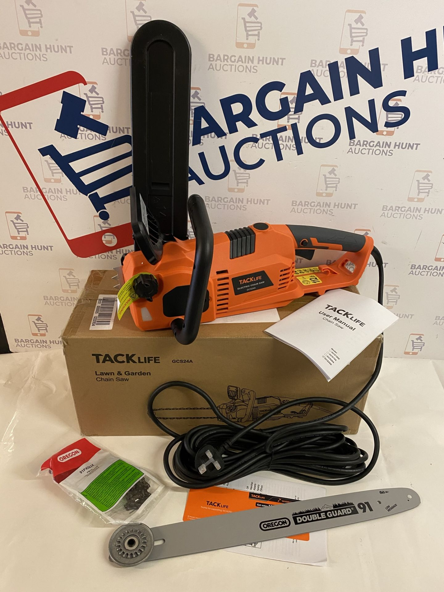 TACKLIFE GCS24A 2400W Electric Chainsaw (looks brand new but doesn't power on)