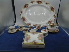 Royal Albert Old Country Roses, fine bone china, very large collection around 100 pieces,