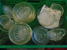 Box of mixed glass to include pyrex