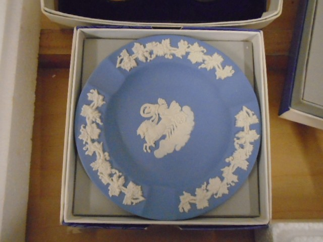 Wedgewood Jasperware collection all boxed some with certs, plus black bassalt medallion of HRH - Image 5 of 7