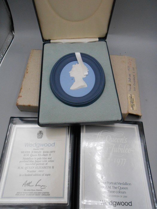 4 Cased Wedgwood Portrait Medallions Princess Anne Marriage 1973 no 1226 0f 2000 , Princess Margaret - Image 2 of 6