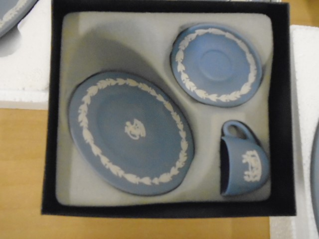 Wedgewood Jasperware collection all boxed some with certs, plus black bassalt medallion of HRH - Image 4 of 7