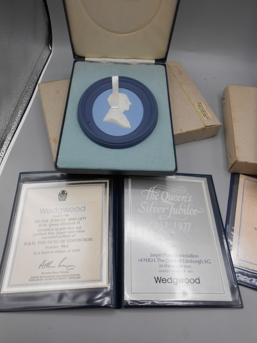 3 Cased Wedgwood Portrait Medallions Prince Charles no 1063 of 3000 , Duke of Edinburgh no 945 of - Image 3 of 4