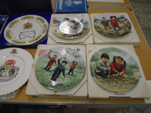 Wedgewood, Aynsley, Queen Ann commemorative picture plates plus set of 4 artists of the world - Image 3 of 4