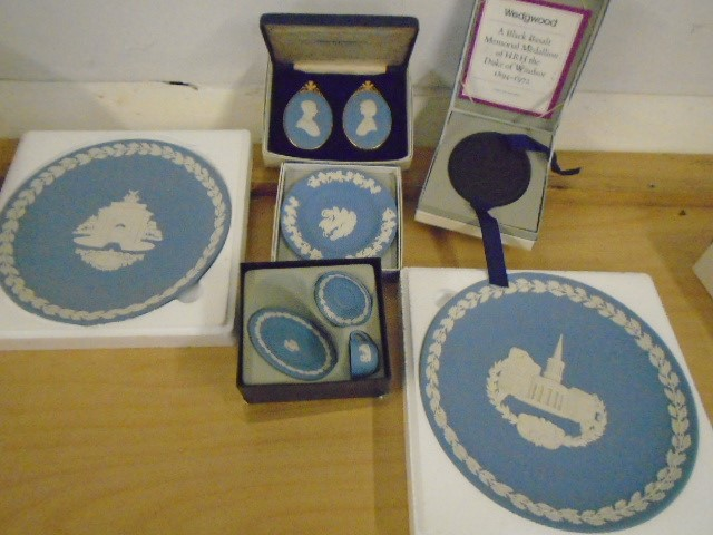 Wedgewood Jasperware collection all boxed some with certs, plus black bassalt medallion of HRH