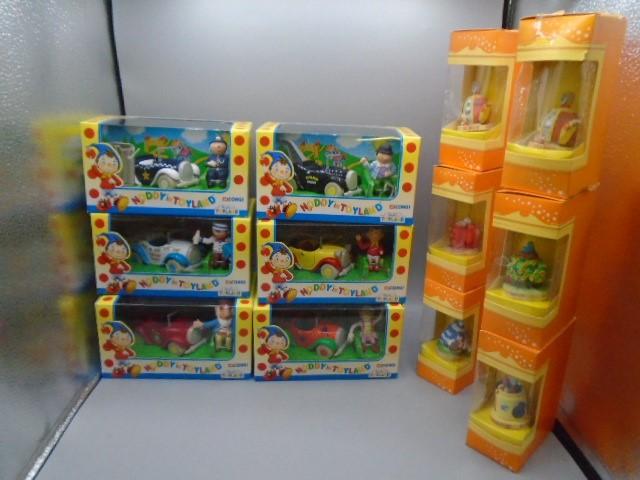 Corgi Butlins Toyland die cast models x 6 plus 6 Tetley collectable teapots in boxes