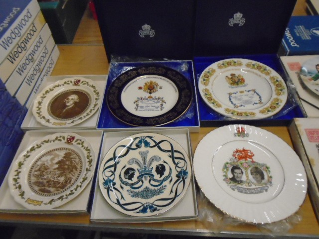 Wedgewood, Aynsley, Queen Ann commemorative picture plates plus set of 4 artists of the world - Image 2 of 4