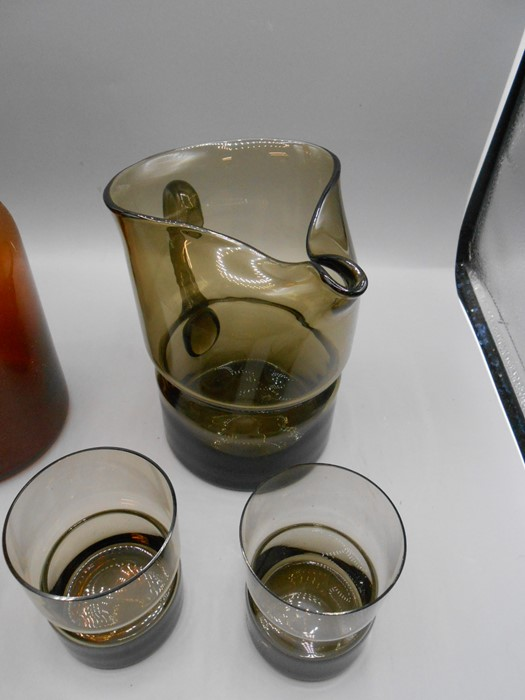 Orange Glass Giraffe ( decanter ) 12 inches tall and water jug 7 1/2 inches tall and 3 glasses - Image 3 of 5