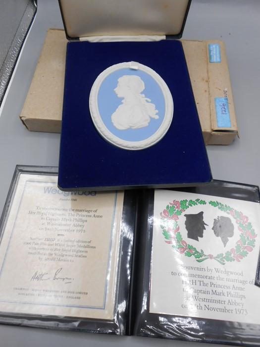 4 Cased Wedgwood Portrait Medallions Princess Anne Marriage 1973 no 1226 0f 2000 , Princess Margaret - Image 5 of 6