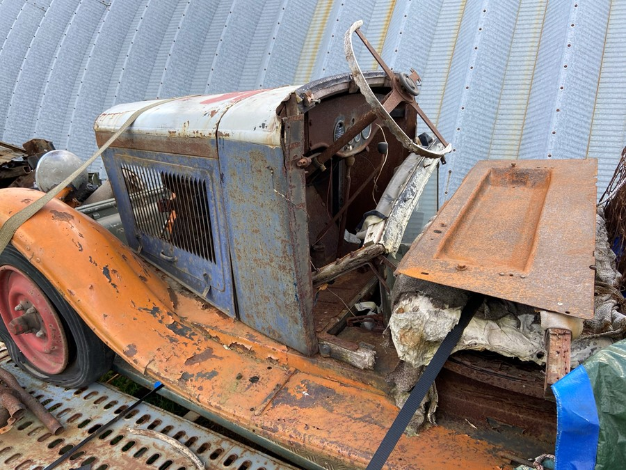 1930 Peugeot Torpedo type 201, in need of restoration currently on a trailer with all the parts - Image 2 of 17
