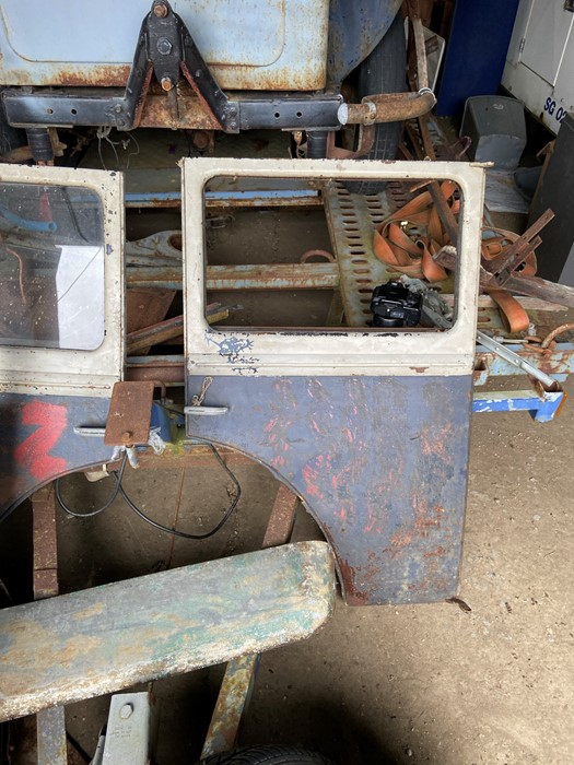 1930 Peugeot Torpedo type 201, in need of restoration currently on a trailer with all the parts - Image 9 of 17