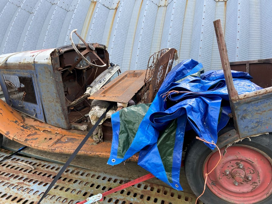 1930 Peugeot Torpedo type 201, in need of restoration currently on a trailer with all the parts - Image 4 of 17