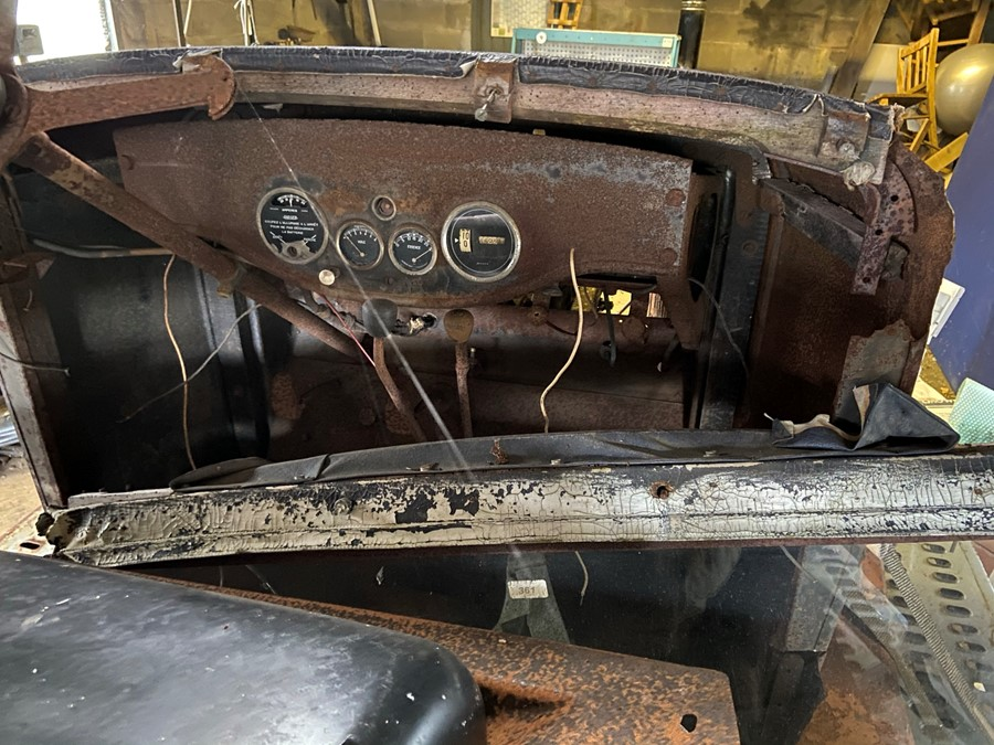 1930 Peugeot Torpedo type 201, in need of restoration currently on a trailer with all the parts - Image 10 of 17