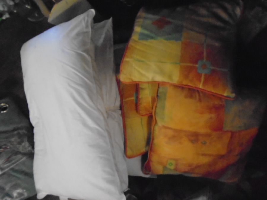 Half a Stillage of Laundered Bed Linen from local hotel single up to king size sheets , pillow cases - Image 19 of 19