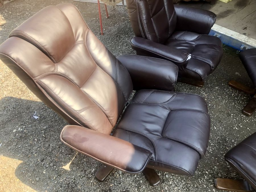 Two Swivel Recliners and matching footstools ( one chair A/F ) - Image 4 of 7