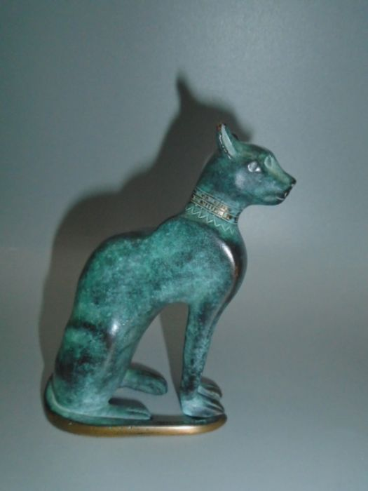 'Italica' green bronzed cat in original bag and box with leaflet 10cm tall - Image 3 of 4