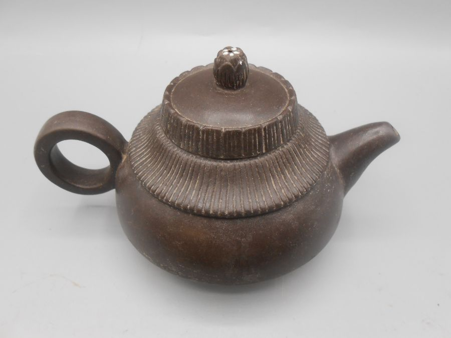 Japanese Ceramic Teapot 3 inches tall and 4 Saki cups - Image 3 of 7