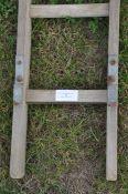 1 wooden ladder